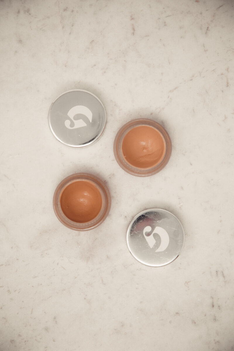 Glossier-Perfecting-Skin-Tint-and-Stretch-Concealer-Tins-2